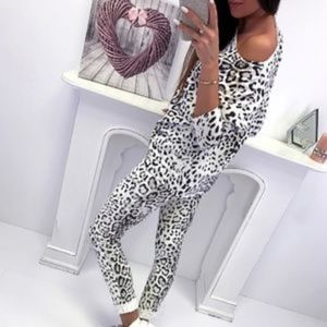 Intimates & Sleepwear - Snow Leopard 2 Piece Set Animal Atheleisure NEW